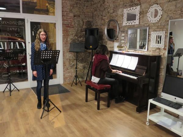 Mejorando interpretación en el taller de canto Broadway
