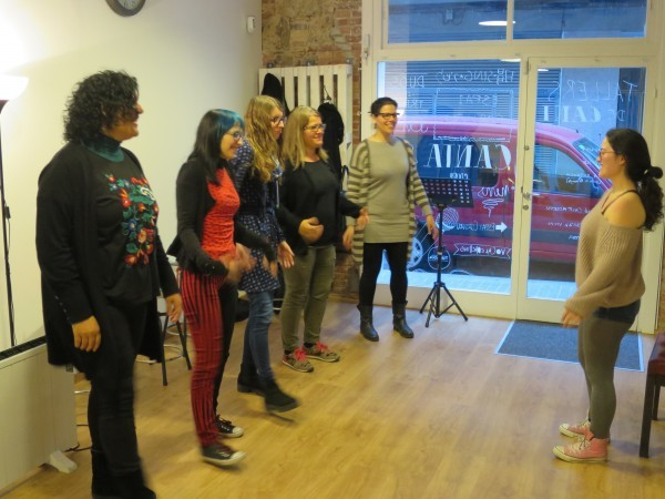 El grupo de chicas que asistió al taller de canto Broadway