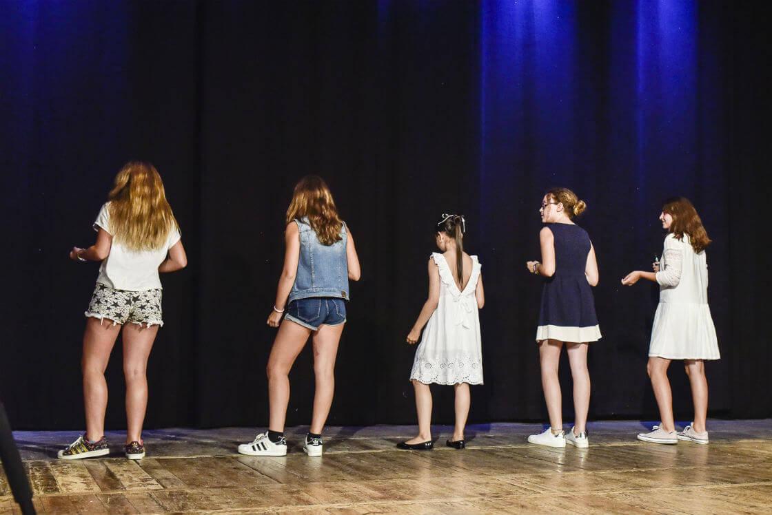 Canto con coreografía para niños